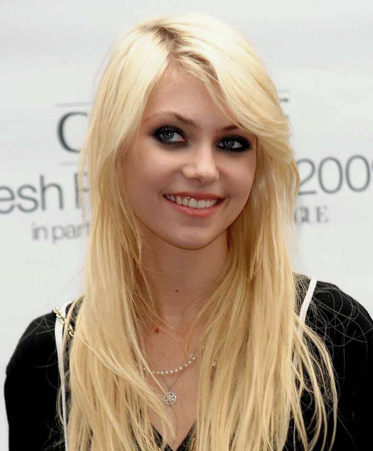 ... it's actress Taylor Momsen.