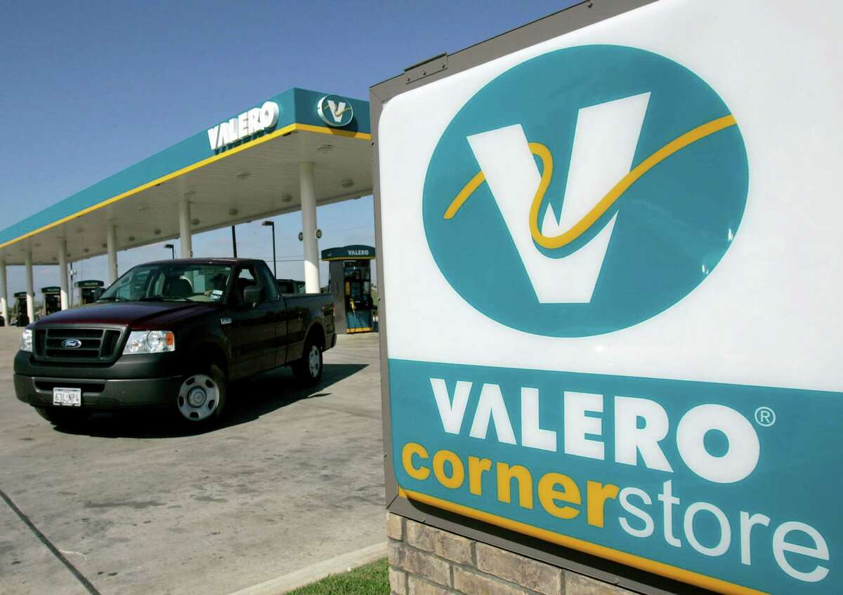 A Valero Corner Store is seen in San Antonio, Tuesday, Oct. 31, 2006. Valero Energy Corp. posted an 86 percent rise in its third-quarter profit on higher sales, a one-time gain and roughly flat expenses. (AP Photo/Eric Gay)
