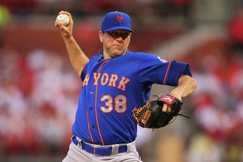 ST. LOUIS, MO - MAY 15: Starter Shaun Marcum #38 of the New York Mets pitches against the St. Louis Cardinals at Busch Stadium on May 15, 2013 in St. Louis, Missouri.  (Photo by Dilip Vishwanat/Getty Images) Photo: Dilip Vishwanat