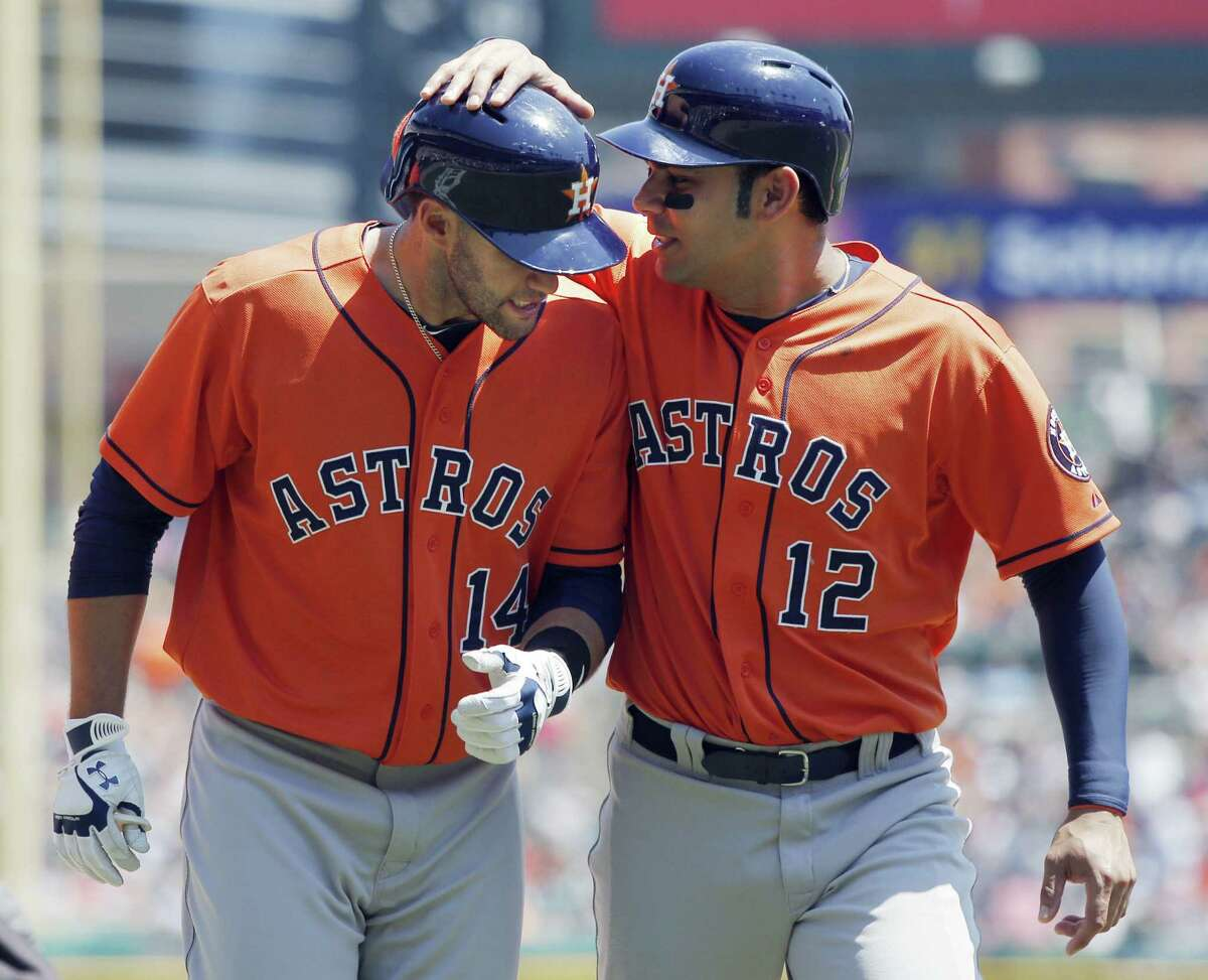 J.D. Martinez (left) is greeted by Carlos Peña after hitting a three-run homer Wednesday in Detroit.