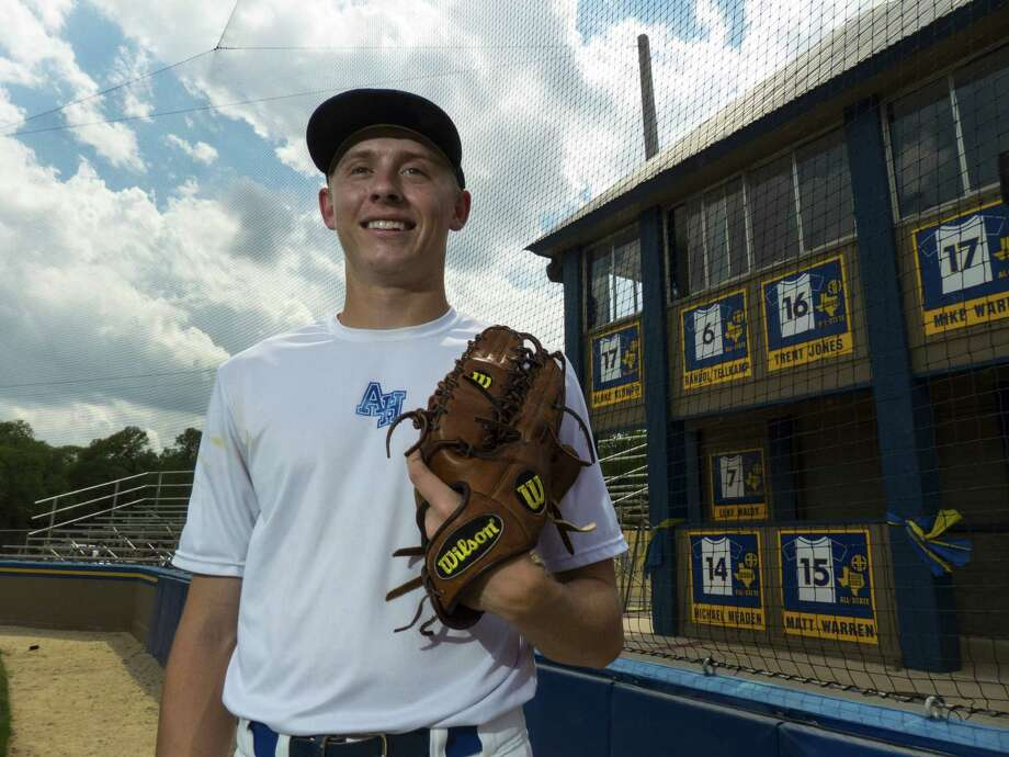 Pitcher Cameron Mineo and Alamo Heights are one of four teams from District 27-4A still alive in the playoffs. Photo: Billy Calzada / Express-News