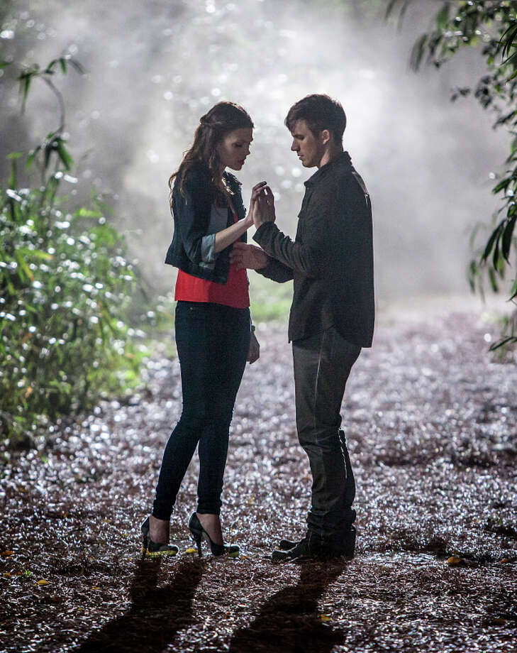 """Star-Crossed -- """"Pilot"""" -- Pictured (L-R): Aimee Teegarden as Emery and Matt Lanter as Roman -- Image Number: STA100B_0624.jpg --  Photo: Skip Bolen/The CW -- © 2013 The CW Network, LLC. All rights reserved. Photo: Skip Bolen, THE CW NETWORK/Skip Bolen / © 2013 THE CW NETWORK, LLC. ALL RIGHTS RESERVED."""