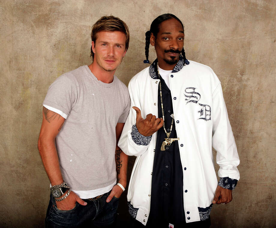 "David Beckham and Snoop Dogg pose for a studio portrait backstage at ""Live 8 London"" in Hyde Park on July 2, 2005 in London. Photo: Live 8, Getty Images / Band Aid Trust"