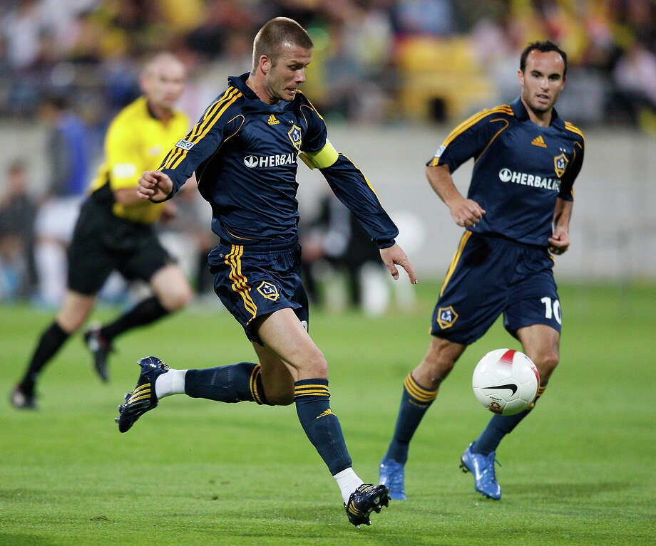 David Beckham of LA Galaxy in action during the friendly match between Wellington Phoenix FC and the LA Galaxy held at the Westpac Stadium December 1, 2007 in Wellington, New Zealand. Photo: Marty Melville, Getty Images / 2007 Getty Images