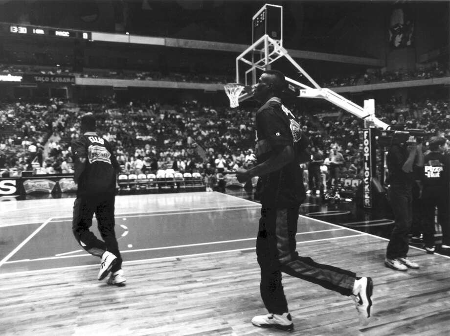 David Robinson takes the Alamodome court for the first time in this Oct. 16, 1993 photo.