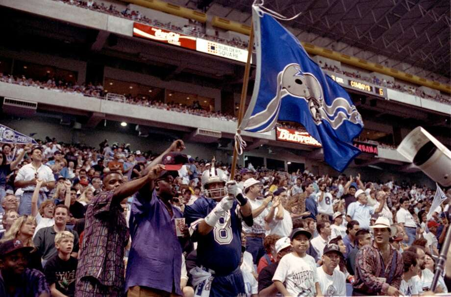 The Houston Oilers played the Dallas Cowboys in the Alamodome on Aug. 21, 1993.
