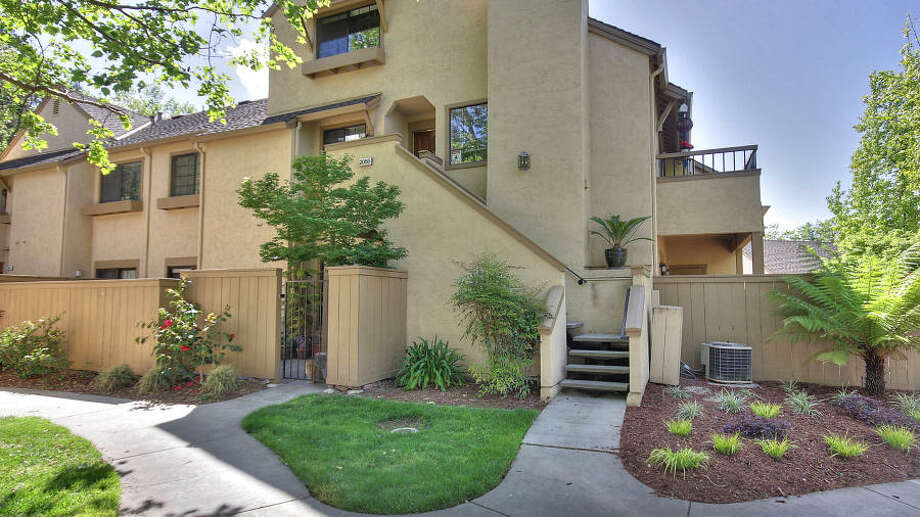 This 1,070 square feet Hamilton Place Condominium on 2054 Foxhall Loop, San Jose went on the market for $449,000 as a short sale. But its sale price of $550,000 made it an equity sale.