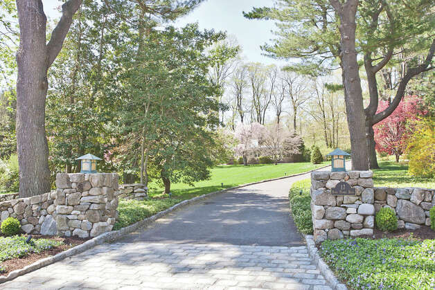 Stone Entrance Pillars : On the market postmodern details shine in burr farms