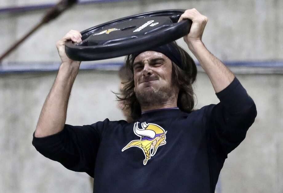 Minnesota Vikings punter Chris Kluwe strains as he lifts a weight during conditioning workouts for the NFL football team Wednesday, May 1, 2013 in Eden Prairie, Minn.