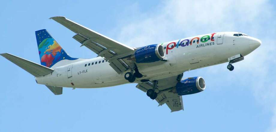 Lithuanian charter carrier Small Planet Airlines goes for a wider assortment of colors. Photo: Arz, Wikimedia Commons