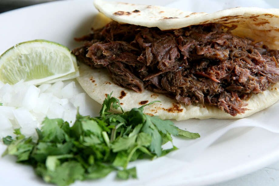 With or without the accompanying cilantro and onions, the barbacoa at El Milagrito satisfies. Photo: Cynthia Esparza / For The Express-News