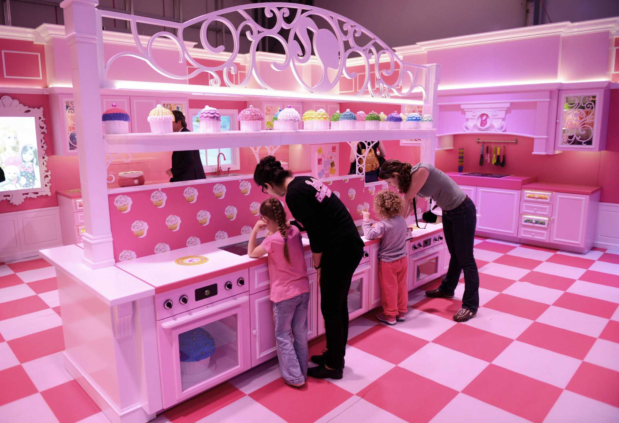Protesters picket barbie themed house in berlin times union