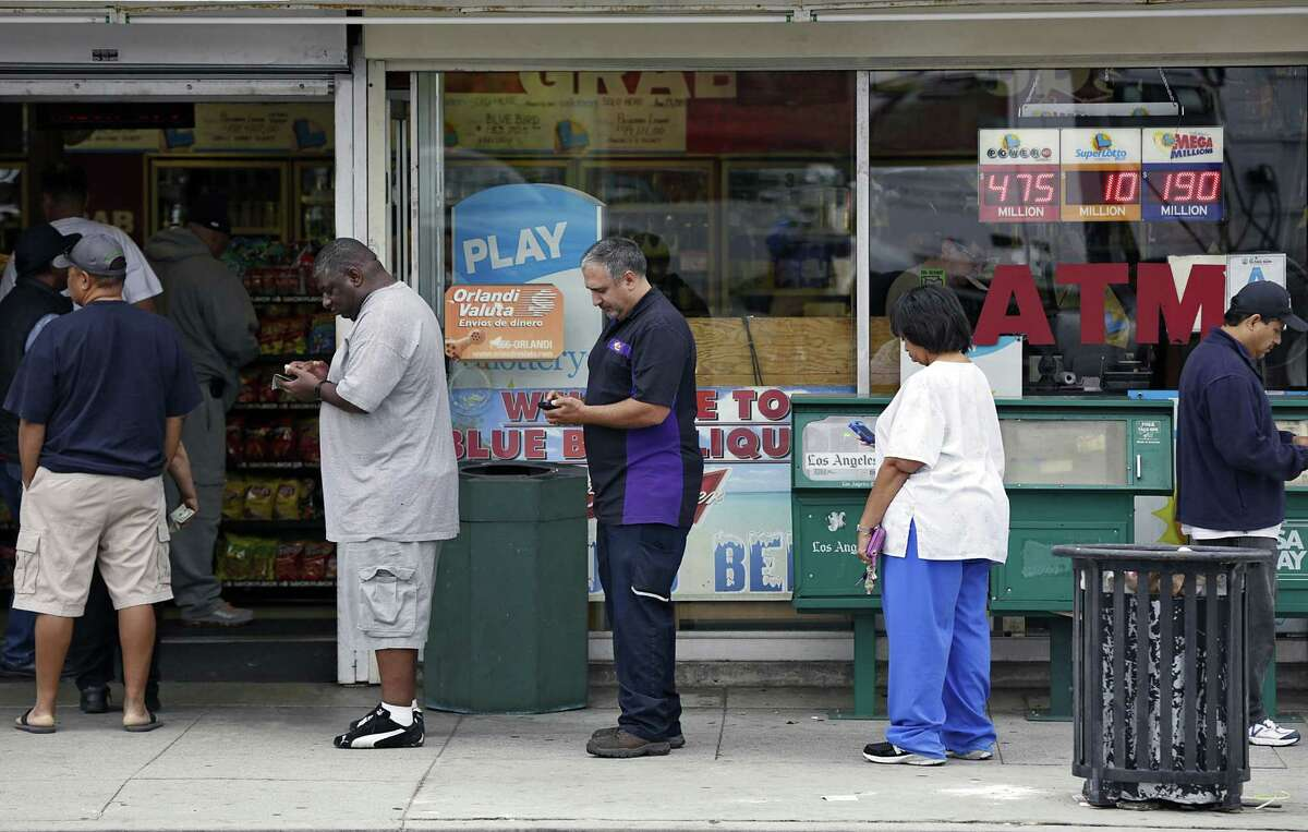 People line up to buy lottery tickets at a liquor store in Hawthorne, Calif., before the jackpot climbed to $550 million.