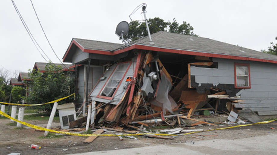 Houston police say a driver rammed this house after being shot on Pease and Napoleon. Photo: (Cody Duty / Houston Chronicle)