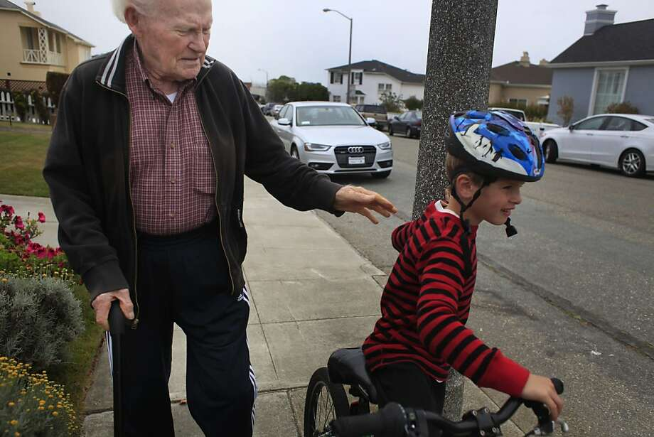 "Tom ""Red"" McGarvey, retired owner of Red's Java House, regains his health by walking his neighborhood, S.F.'s Lakeside district. Photo: Mike Kepka, The Chronicle"
