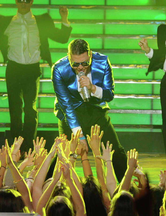 AMERICAN IDOL: Special guest Psy performs during the  season 12 AMERICAN IDOL GRAND FINALE at the Nokia Theatre on Thursday. May 16, 2013 in Los Angeles, California.  CR: Ray Mickshaw/FOX