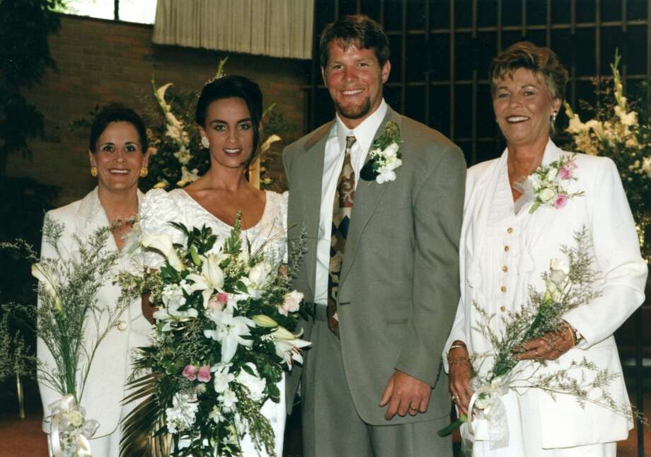 Green Bay Packers quarterback Brett Favre and his bride Deanna on their wedding day, July 14, 1996. Photo: Vernon Biever, NFL
