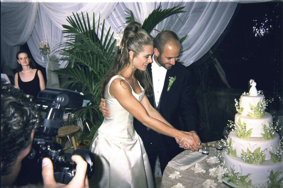 Actress Brooke Shields and tennis player Andre Agassi cut the cake at their wedding reception. Photo: Time Life Pictures, Time & Life Pictures/Getty Image