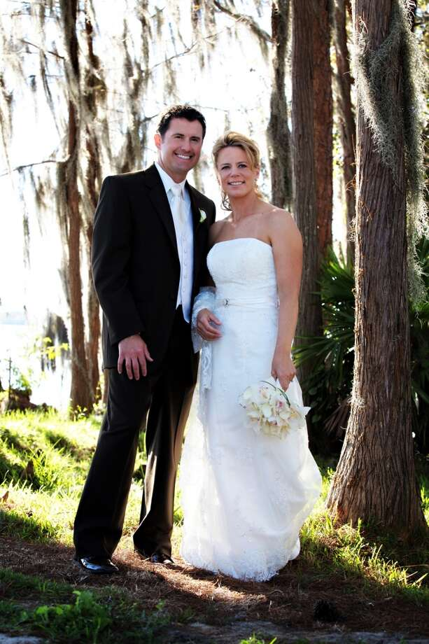 LPGA golfer Annika Sorenstam and husband Mike McGee pose on their wedding day January 10, 2009 near their home in Orlando. Photo: Lena Hyde Photography, Via Getty Images