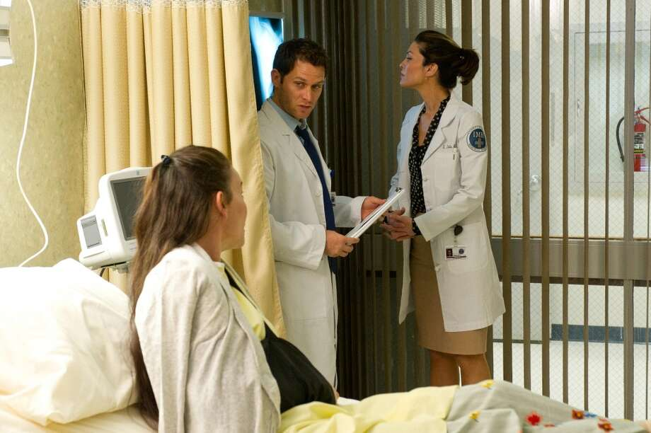 "DO NO HARM -- ""Pilot"" -- Pictured: (l-r) Stephanie Roth Haberle as Sienna Rowe, Steven Pasquale as Dr. Jason Cole/Ian Price, Alana De La Garza as Dr. Lena Solis"