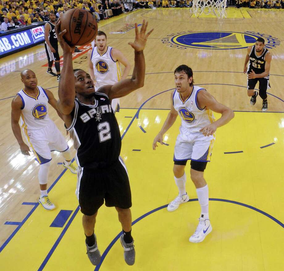 Despite battling left quadriceps tendinitis, Spurs forward Kawhi Leonard has averaged 37.9 minutes this postseason. Photo: Edward A. Ornelas / San Antonio Express-News