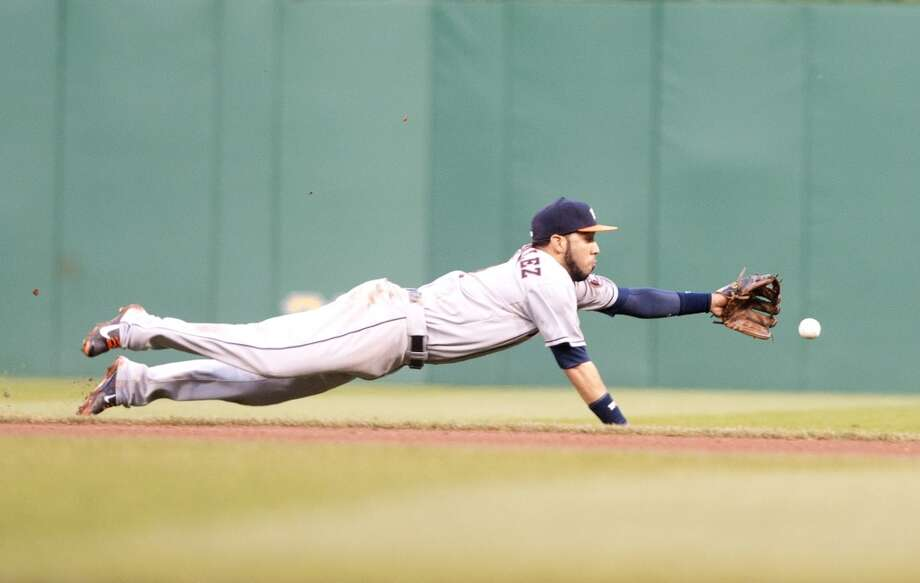 Marwin Gonzalez of the Astros dives for a ball hit during the fourth inning against the Pirates.
