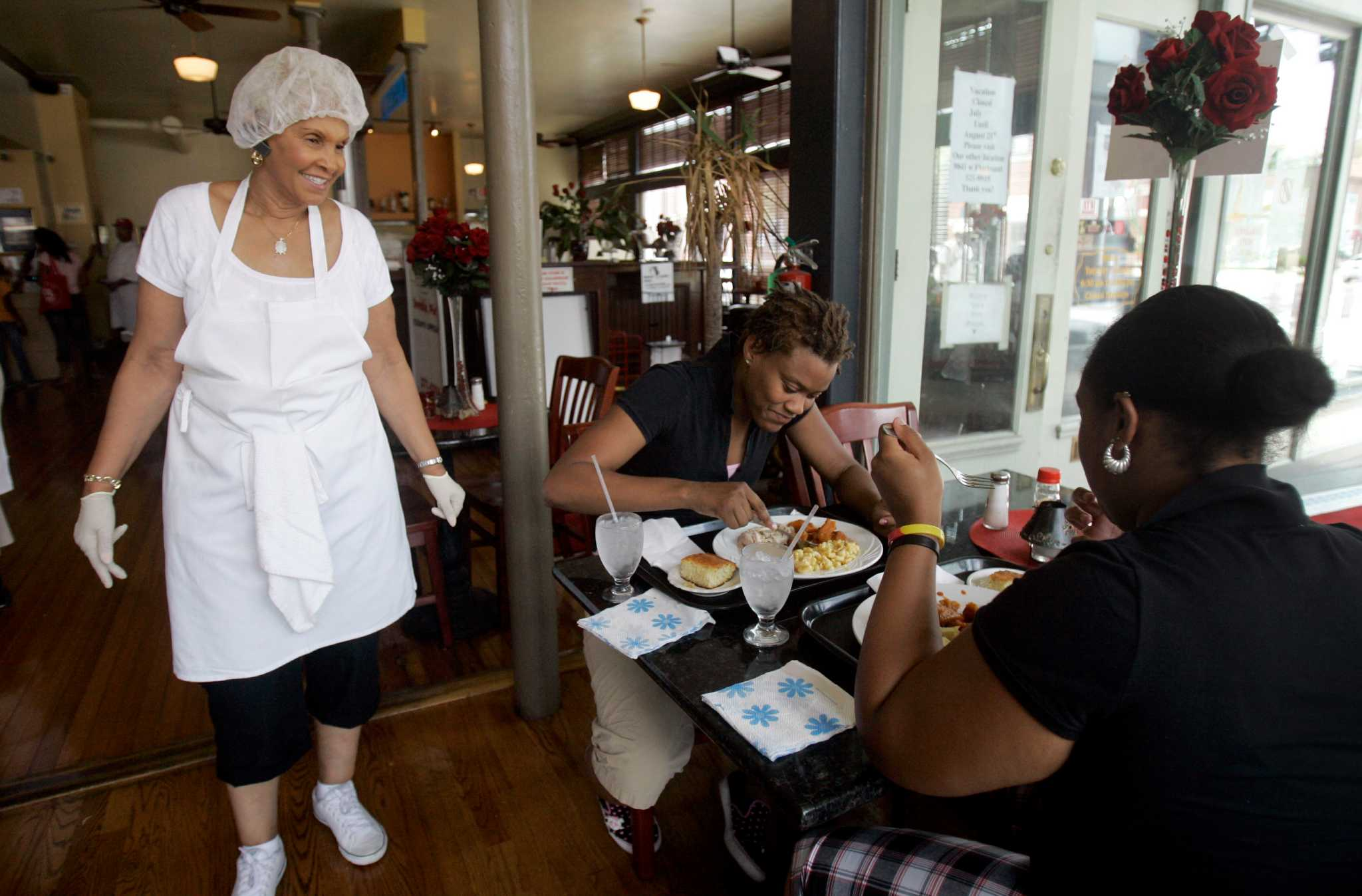 Spinoff Of Reality Tv Soul Food Restaurant Sweetie Pies Preps For