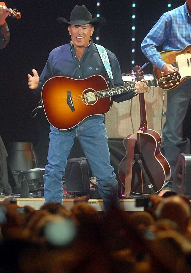 George Strait performs at Reliant Stadium Saturday Aug. 08, 2009.