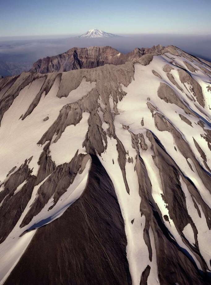 Mount St. Helens with Mount Adams in the background. Photo: Harald Sund, Getty Images / (c) Harald Sund