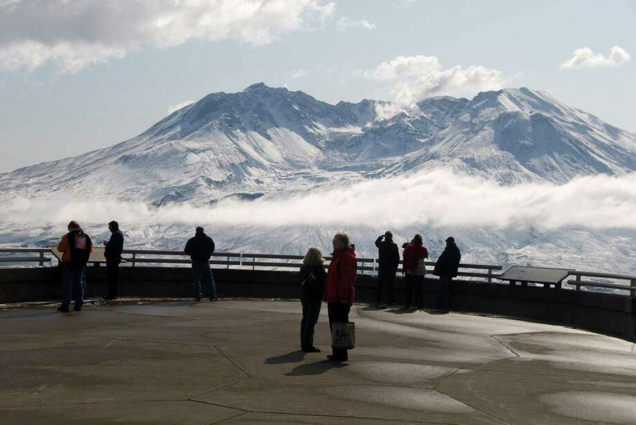 Mount St. Helens, with steam plume from rising dome within crater, seen from Johnston Ridge Visitor Center. Photo: Tony Waltham, Getty Images/Robert Harding World Imagery / Robert Harding World Imagery