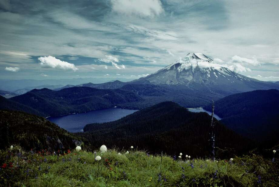Mount St. Helens and Spirit Lake before the eruption Photo: Jeff Goulden, Getty Images/iStockphoto / iStockphoto