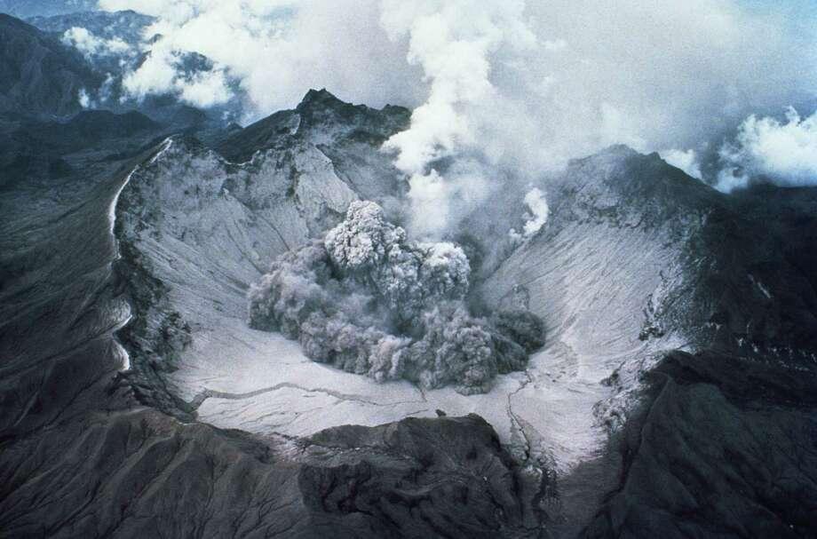 Crater of Mount St. Helens. Photo: Stocktrek, Getty Images / (c) Stocktrek