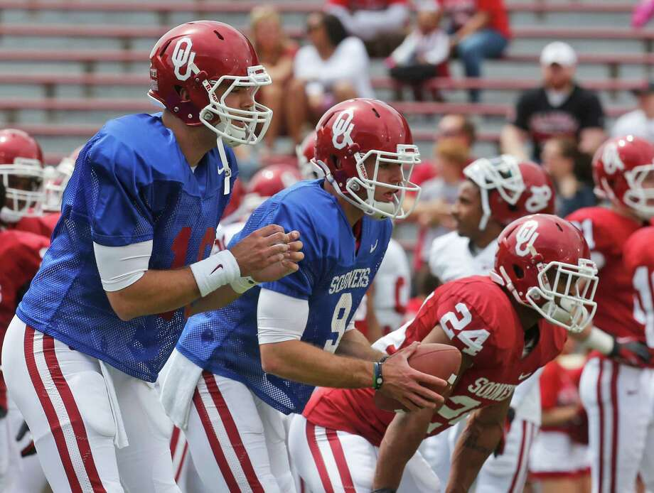 Oklahoma quarterbacks Blake Bell (10) and Trevor Knight (9) wait for snaps before the Oklahoma spring intra-squad NCAA college football game in Norman, Okla., Saturday, April 13, 2013. (AP Photo/Sue Ogrocki) Photo: Associated Press / AP