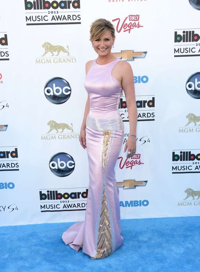 LAS VEGAS, NV - MAY 19:  Musician Jennifer Nettles arrives at the 2013 Billboard Music Awards at the MGM Grand Garden Arena on May 19, 2013 in Las Vegas, Nevada.  (Photo by Jason Merritt/Getty Images)