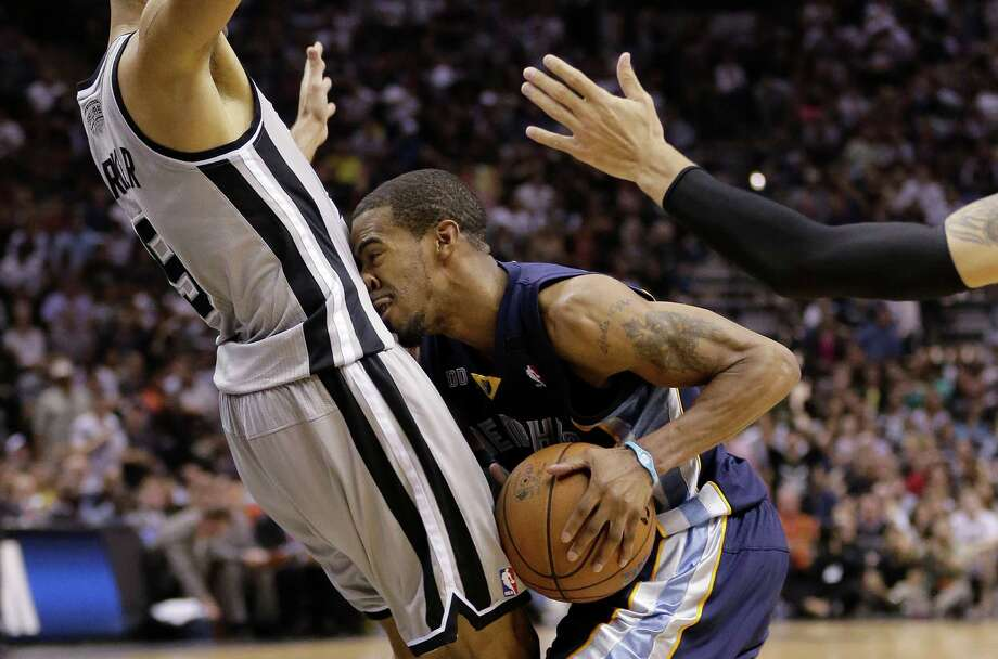 The Grizzlies' Mike Conley finds Spurs guard Tony Parker can stomach making a defensive stand. Photo: Eric Gay, STF / AP