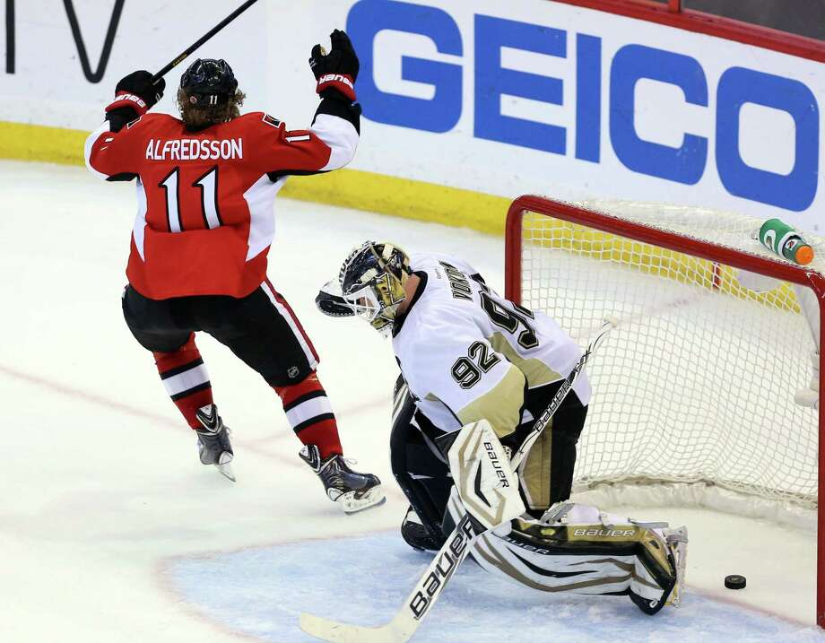 Ottawa's Daniel Alfredsson (left) rejoices after his game-tying goal late in regulation vs. Pittsburgh's Tomas Vokoun. Photo: Fred Chartrand / Associated Press
