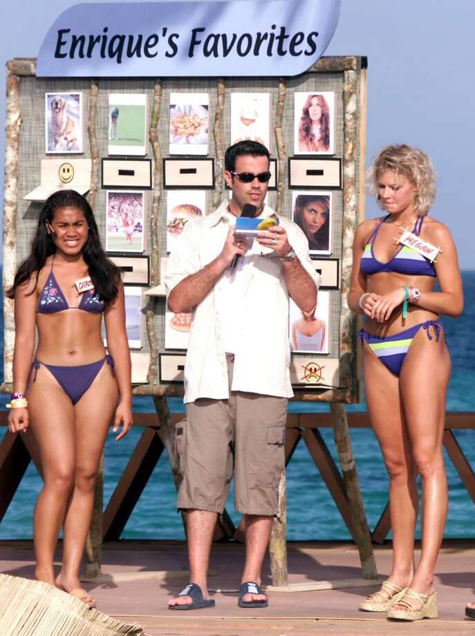 MTV VJ Carson Daly perform with two biquini contestants during MTV's Spring Break 2000 in Cancun, Mexico.