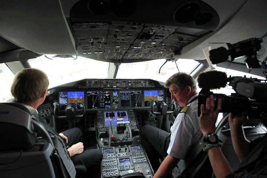 Pilots prepare for takeoff in the dreamliner takes off from gate E7 at Bush Intercontinental Airport, Monday. Karen Warren/ Houston chronicle Photo: Karren Warren