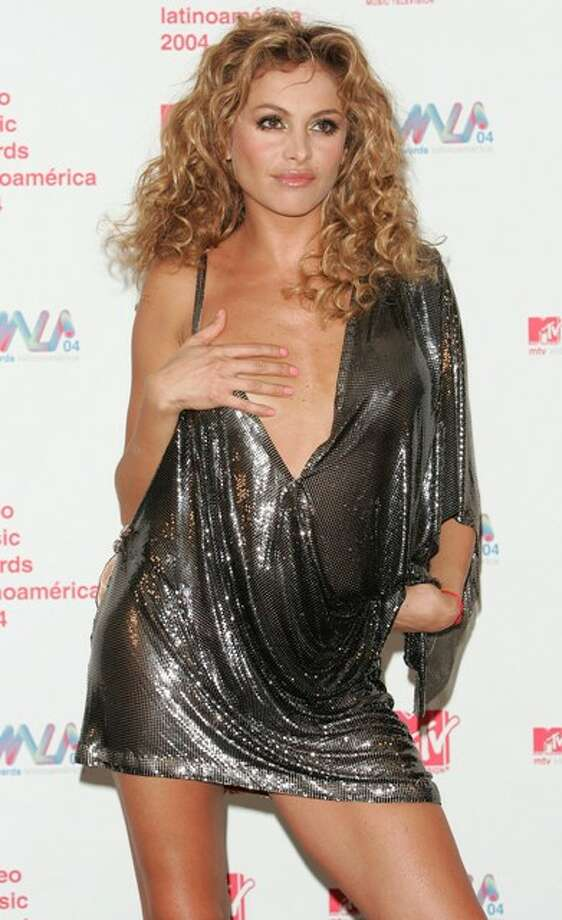 Singer Paulina Rubio poses backstage in the press room at the 2004 MTV Video Music Awards Latin America at the Jackie Gleason Theater October 21, 2004 in Miami Beach, Florida. Photo: Peter Kramer