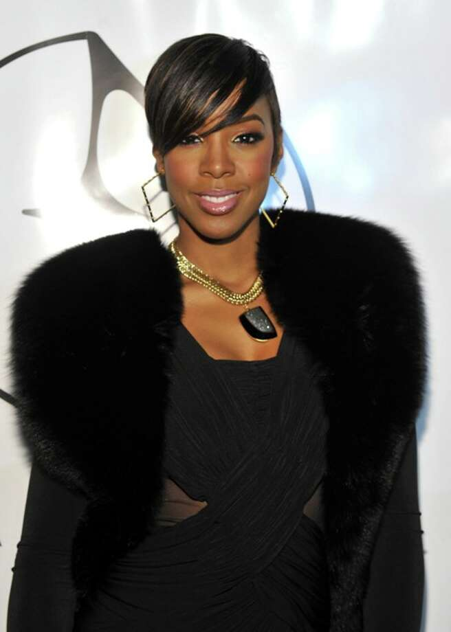 Singer Kelly Rowland poses backstage at the Eva Minge Fall 2011 fashion show during Mercedes-Benz Fashion Week at The Tent at Lincoln Center on February 10, 2011 in New York City. Photo: Mike Coppola