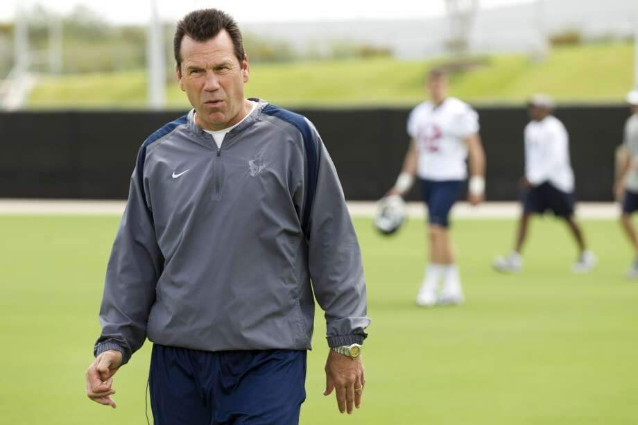 Texans head coach Gary Kubiak walks across the practice field.