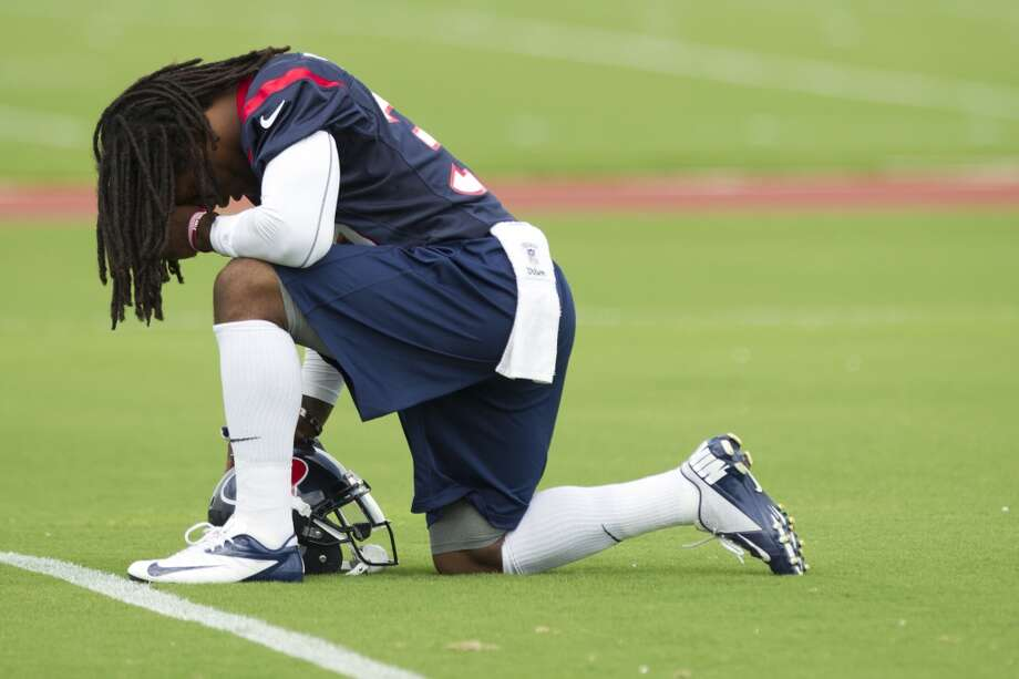 Texans safety D.J. Swearinger kneels to pray before practice.