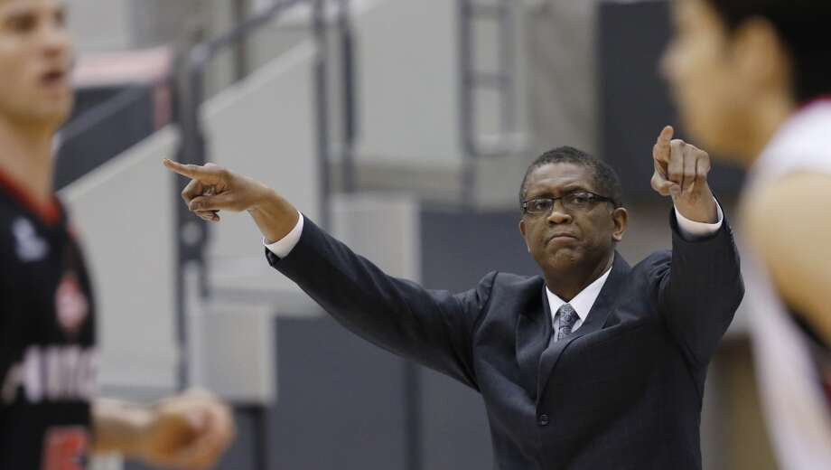 Former NBA star Bill Cartwright, USF Photo: Shizuo Kambayashi, Associated Press