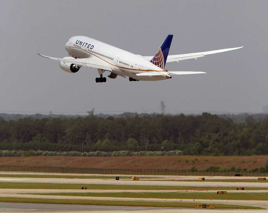 United's flight UAL 1 Boeing 787 Dreamliner takes off from Bush Intercontinental Airport on the 787's first North American flight since being grounded for several months because of problems with its batteries Monday, May 20, 2013, in Houston. The United flight was from Houston's Bush Intercontinental to Chicago O'Hare. Photo: James Nielsen, Houston Chronicle / © 2013  Houston Chronicle