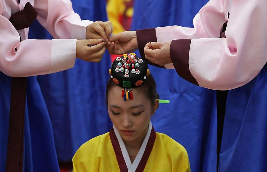 SEOUL, SOUTH KOREA - MAY 20:  Young South Koreans in traditional clothing participate in a traditional Confucian coming-of-age ceremony on May 20, 2013 in Seoul, South Korea. The ceremony was organized to celebrate the coming-of-age of young people who have turned 20 this year or are going to turn 20 this year and to increase their awareness about the responsibilities of adulthood.  (Photo by Chung Sung-Jun/Getty Images) *** BESTPIX *** Photo: Chung Sung-Jun, Getty Images