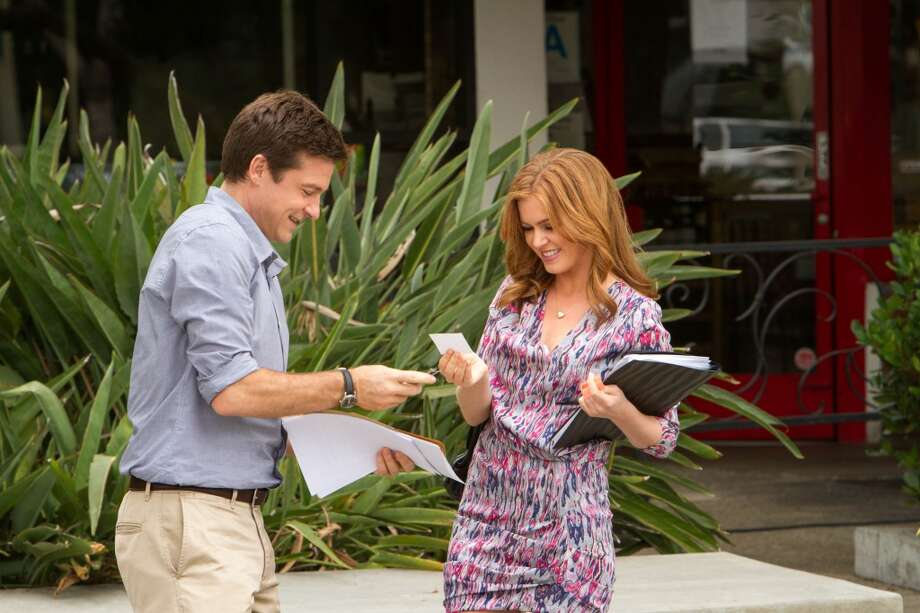 "Jason Bateman (L) and guest star Isla Fisher (R) in a scene from Netflix's ""Arrested Development."""