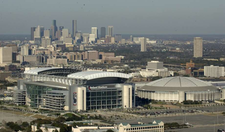 Bottom line:Houston has the stronger bid and should be awarded Super Bowl LI.
