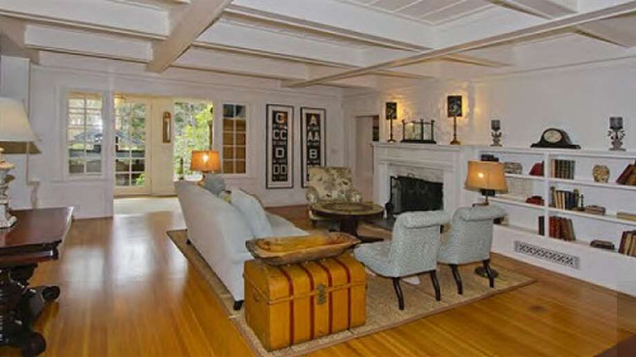 The living area. Photos via Sweety Design.