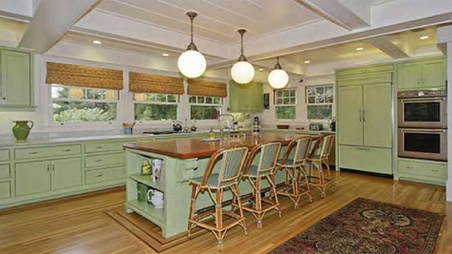Kitchen and dining option 2. Photos via Sweety Design.