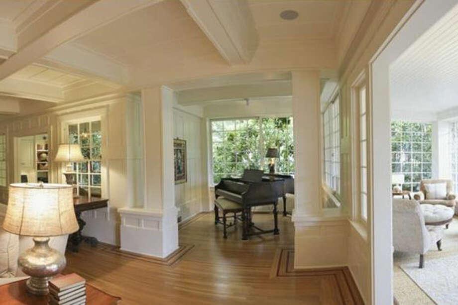 Hallway, showing quiet, sedate interiors. Photos via Sweety Design.